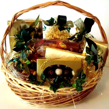 The impressive premium chocolate gift basket for your guest.